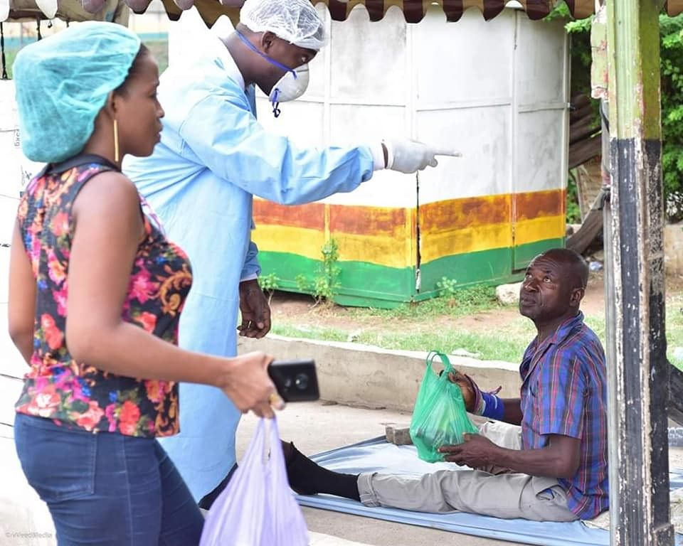 Elijah Amoo Addo distributing food