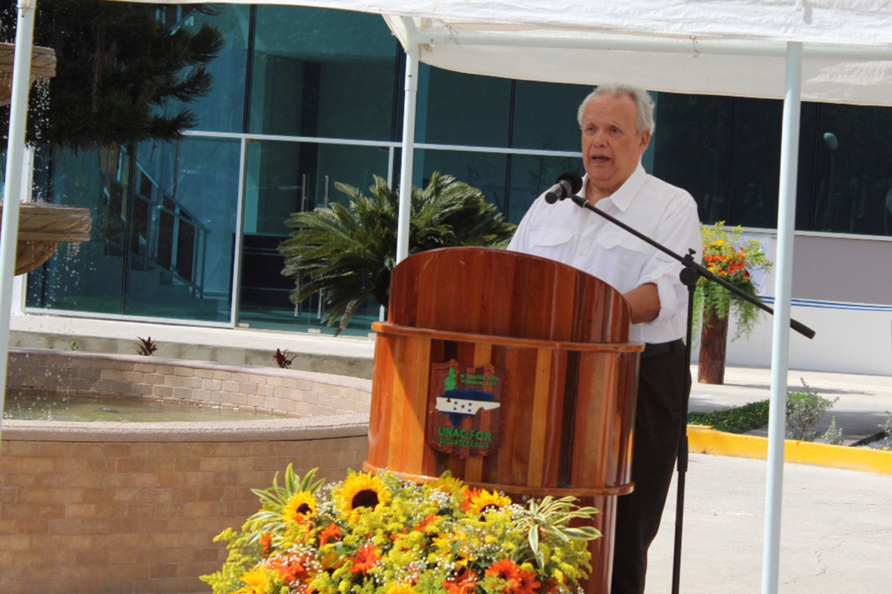 José speaking at the inauguration of the building named after him at the National Forestry University of Honduras